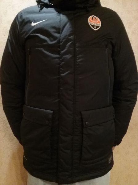 ff02c3ca Продам зимнюю, теплую, мужскую куртку и пуховик, Nike, с эмблемой фк ...