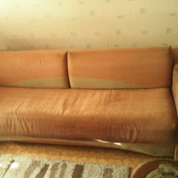 Продам диван б\у.  Хлебопечку не раб.  Газовая колонка на запчасти