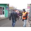 Раздача листовок людям в руки Донецк